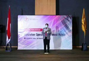 Ketua Umum PP IAI, apt. Drs. Nurul Falah Eddy Pariang